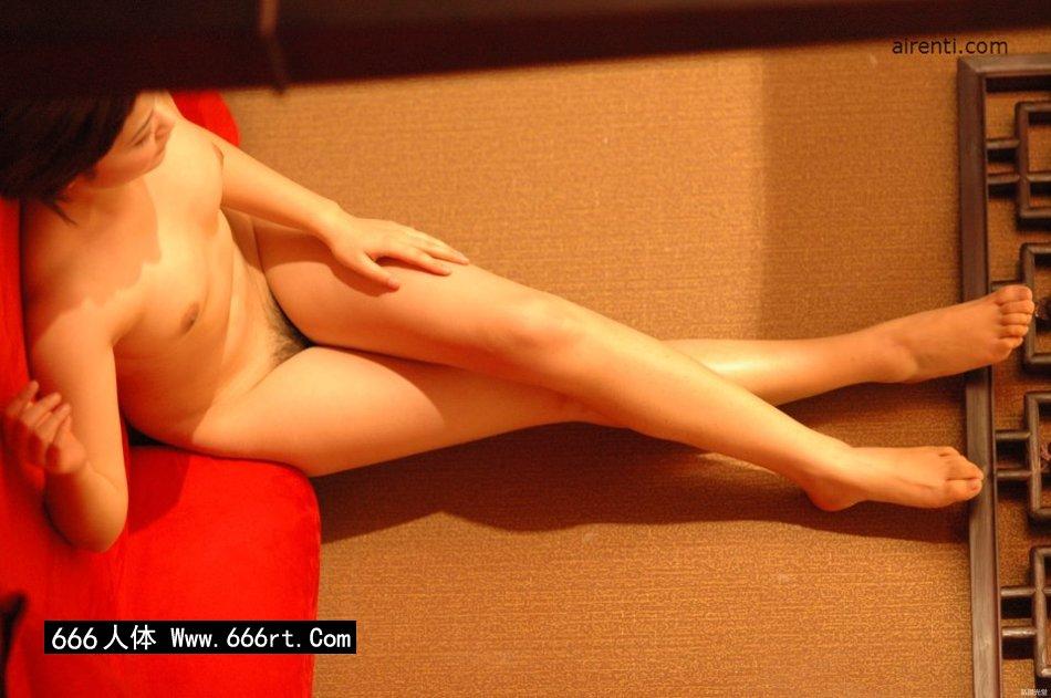 丰腴白皙妖艳的美模Judy床上造型