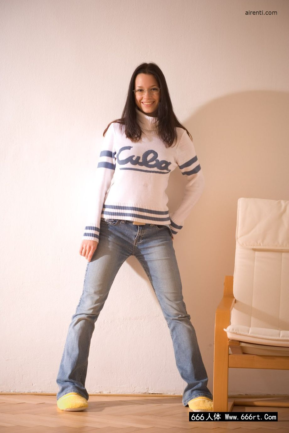 美国高中的学生凯瑟琳在家自拍内裤写照