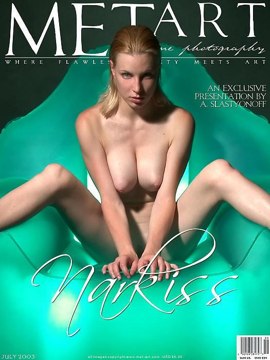 棚拍绿色水晶座上的大尺度裸模Narkiss