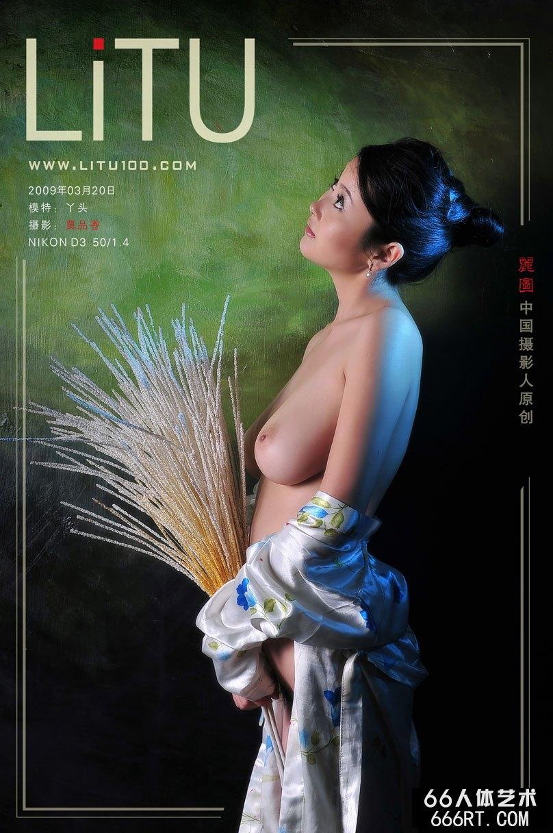 丰腴国模丫头09年3月20日棚拍人体