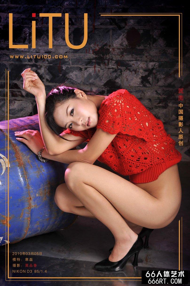 薛婧大尺度人体_名模寒磊10年3月5日红色上衣室拍
