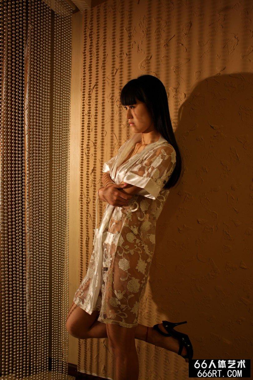 超模唤莎09年4月19日室拍人体