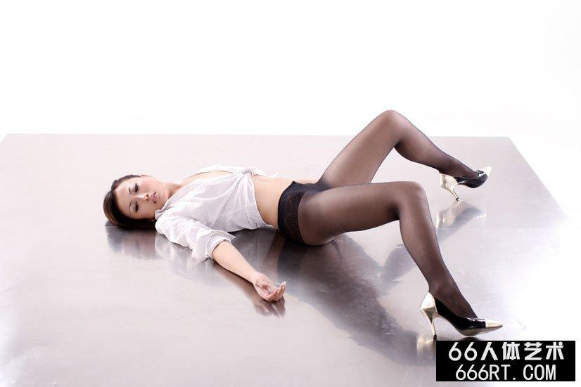 名模戴娜09年8月25日室拍丝袜人体