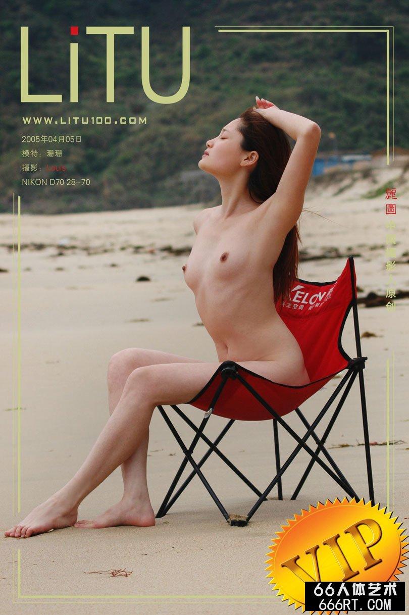 人体丝袜_超模珊珊05年4月5日海边沙滩外拍