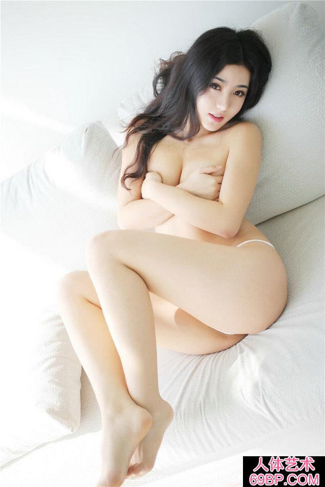 丰润有力量的丰臀靓女玛鲁娜人体艺术