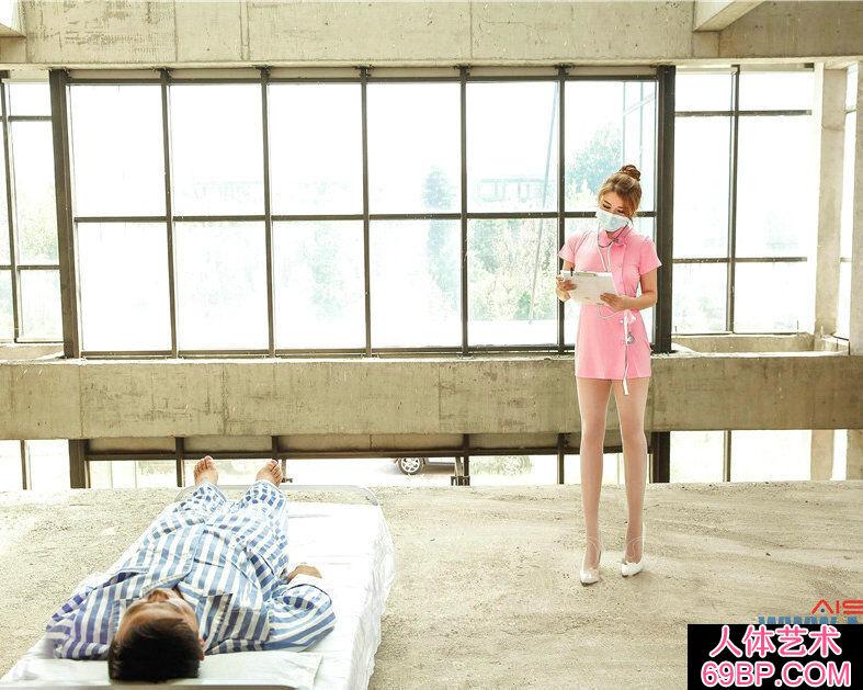 粉红肉丝小护士照顾病人的人体艺术图