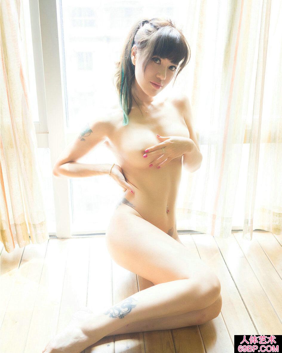 身上纹着时尚刺青的美人何奕恋高清摄影