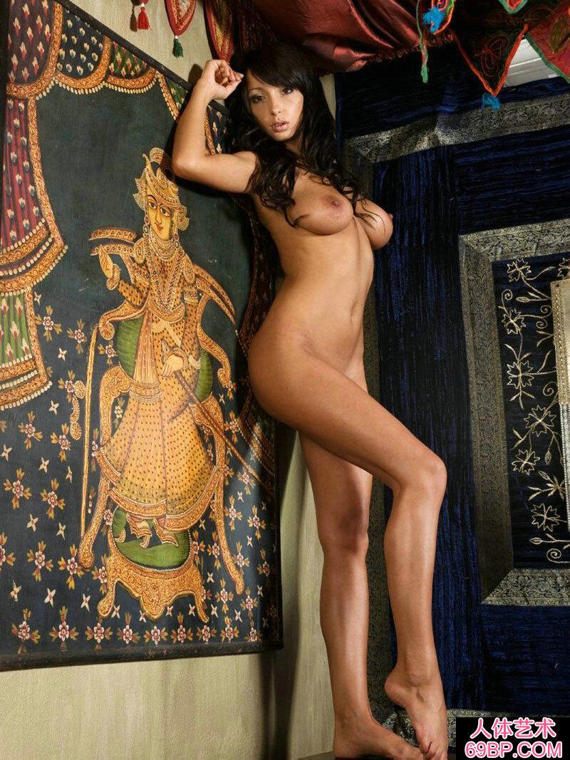 皮肤黝黑的Ahha室拍抽象美体艺术