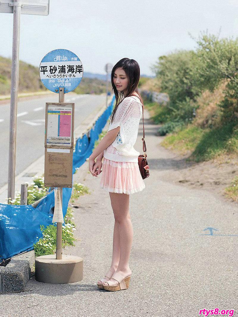 长头发美人�L�Y香海滩外拍唯艳照片