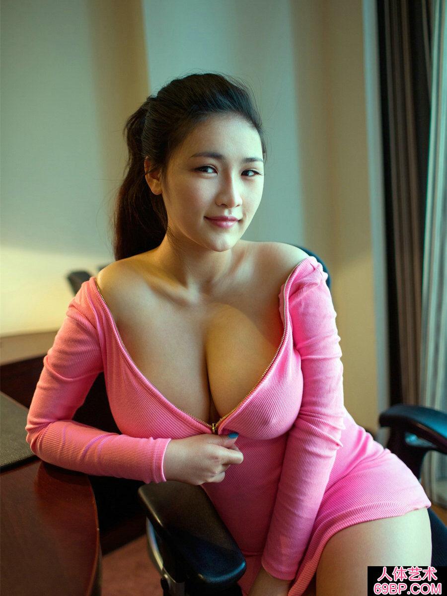 超级波霸巨胸美少女连欣丰润人体图