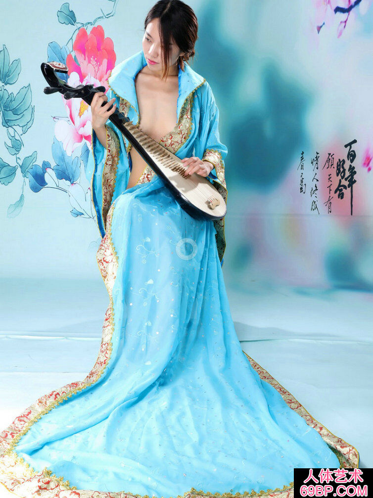 弹琵琶的蓝裙仙女阿薇人体写照