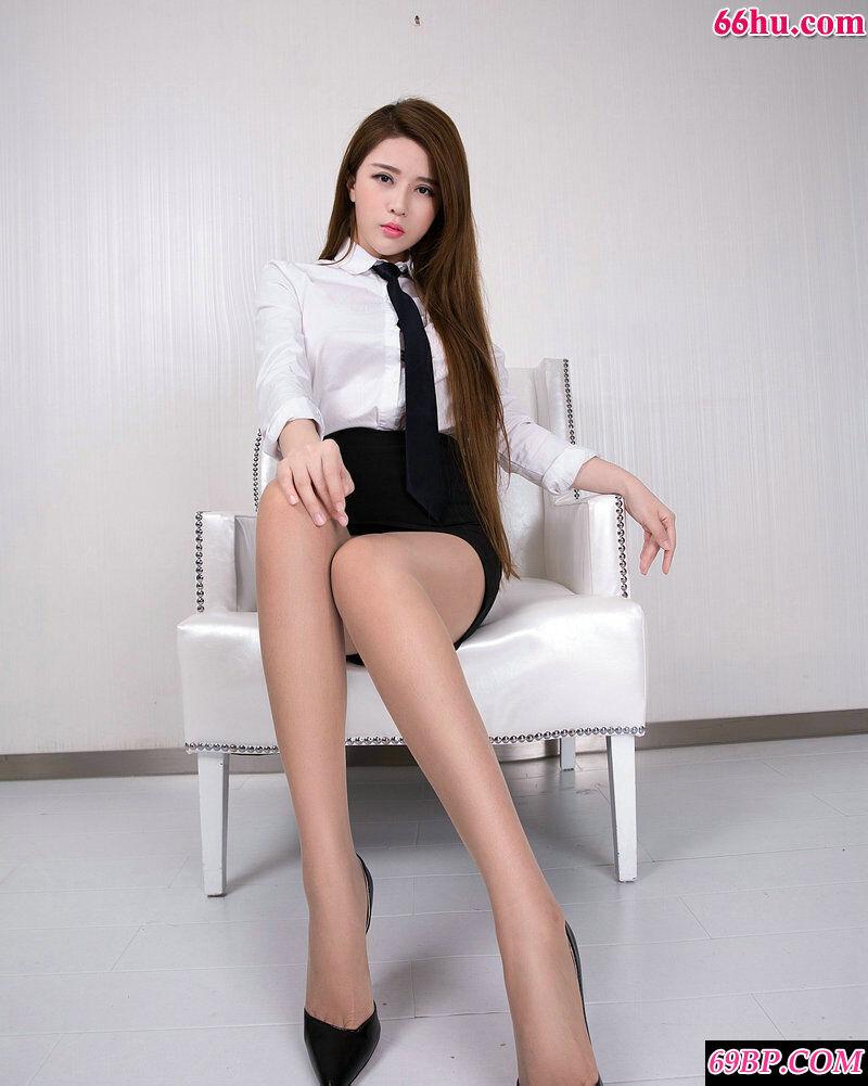 办公室长腿文员若兮穿个肉丝就来上班了