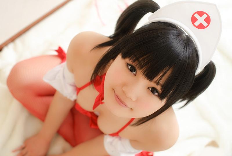 亚洲小护士喷血热辣写照