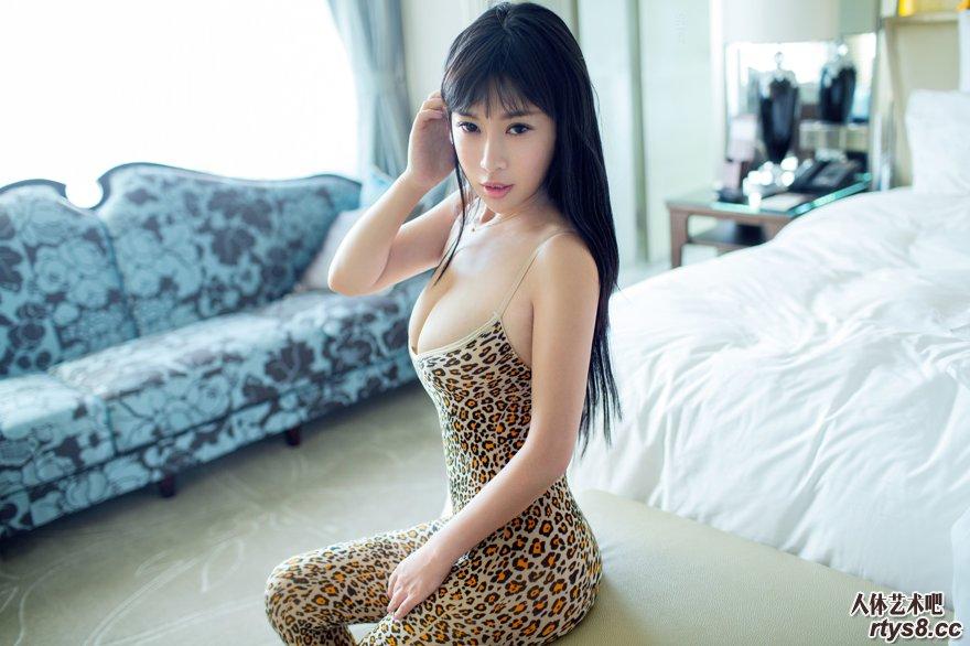 丰腴高挑的美模Rita钻石会员图